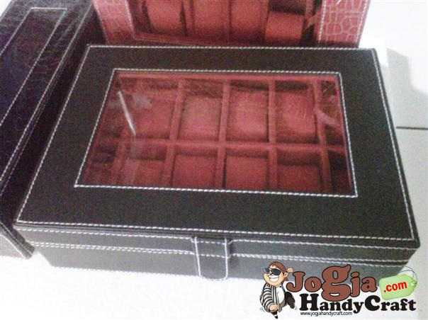 Box Jam Tangan Isi 12 Black inner Red