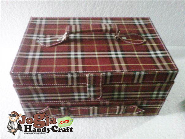 Box Jam isi 12 Plus Laci Perhiasan Handle Cover Red Burberry
