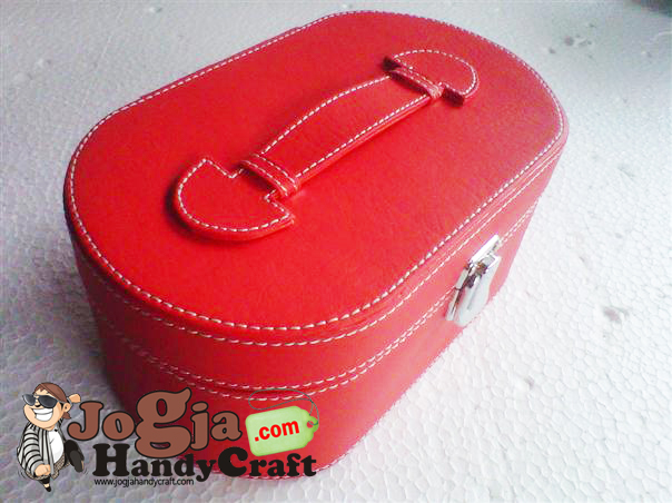 Ovalium Jewelry Box Red