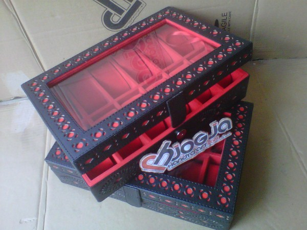 Box Jam Tangan Isi 12 Motif Ukir By Hand Black Inner Red