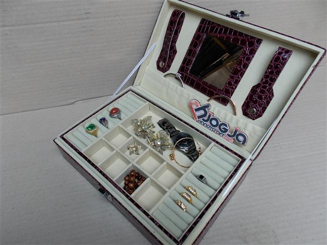 Exclusive Jewelery Box Crocodile Motif