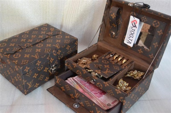 LV Mono jewelry box square drawer