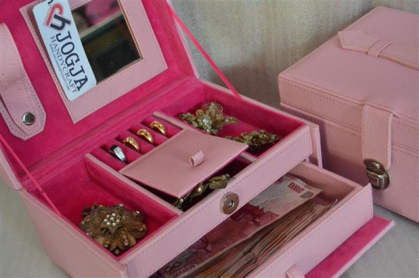 BABY PINK JEWELRY BOX SQUARE DRAWER