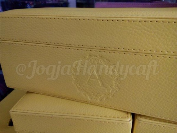 Elegan Tissue Box Kuning