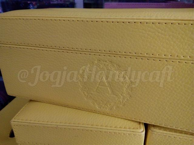 Elegan Tissue Box Kuning
