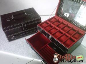Box Jam isi 12 Plus Laci Perhiasan Handle Cover Black Croco