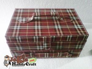 Box Jam isi 12 Plus Laci Perhiasan Handle Cover Red Burberry