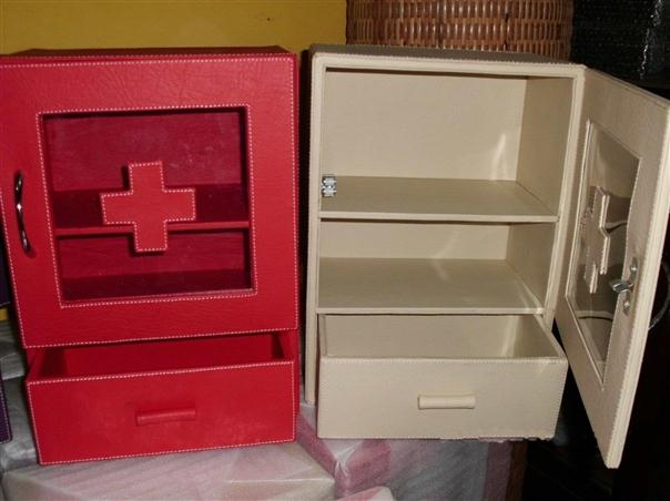 Kotak P3K - Tempat Obat Vinyl