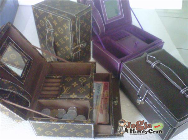 New Model Jewelry Box Motif LV Mono