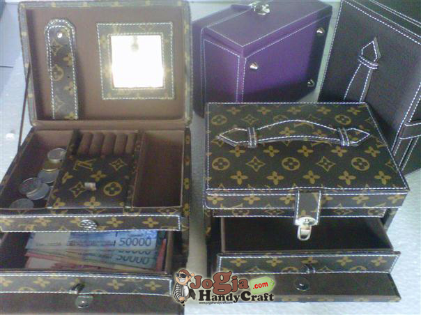 New Model Jewelry Box Motiv LV