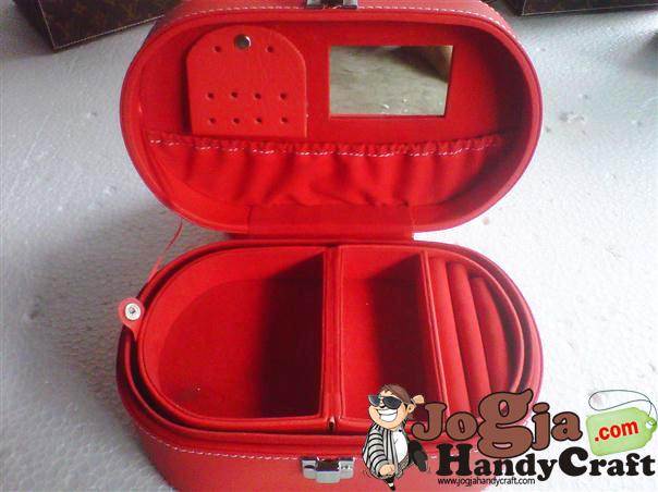 Ovalium Jewelry Box