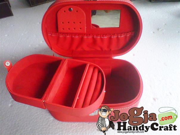 Ovalium Jewelry Box Red
