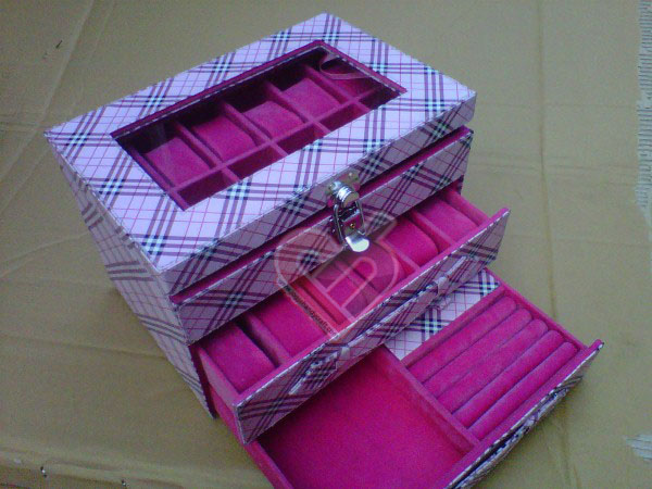 Photo of Box Jam Tangan Isi 24 Mix Accesories Drawer Burberry Pink