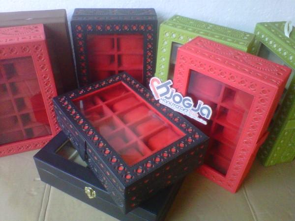 Box Jam Tangan Isi 12 Motif Ukir By Hand
