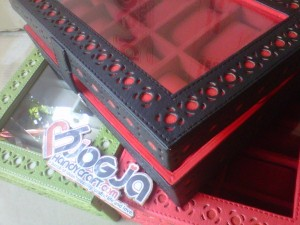Box Jam Tangan Isi 12 Motif Ukir By Hand Black