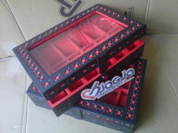 Box Jam Tangan Isi 12 Motif Ukir By Hand Black Inner Red
