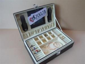 EXCLUSIVE JEWELRY BOX DARK BROWN INNER BROCKEN WHITE