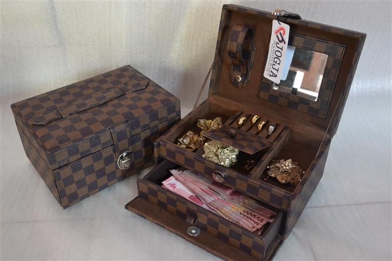 Photo of LV DAMIER JEWELRY BOX | TEMPAT PERHIASAN | KOTAK PERHIASAN