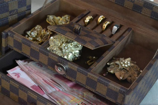LV damier jewelry box square drawer
