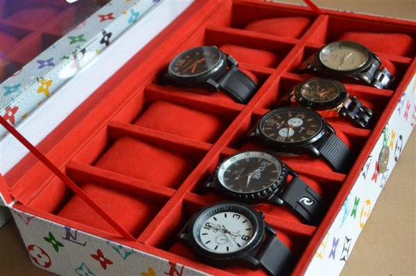 CUTE WHITE LV WATCH BOX FOR 12 PCS WATCHES | KOTAK JAM ISI 12