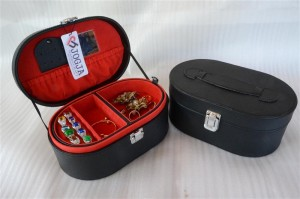 OVALIUM JEWELRY BOX BLACK INNER RED